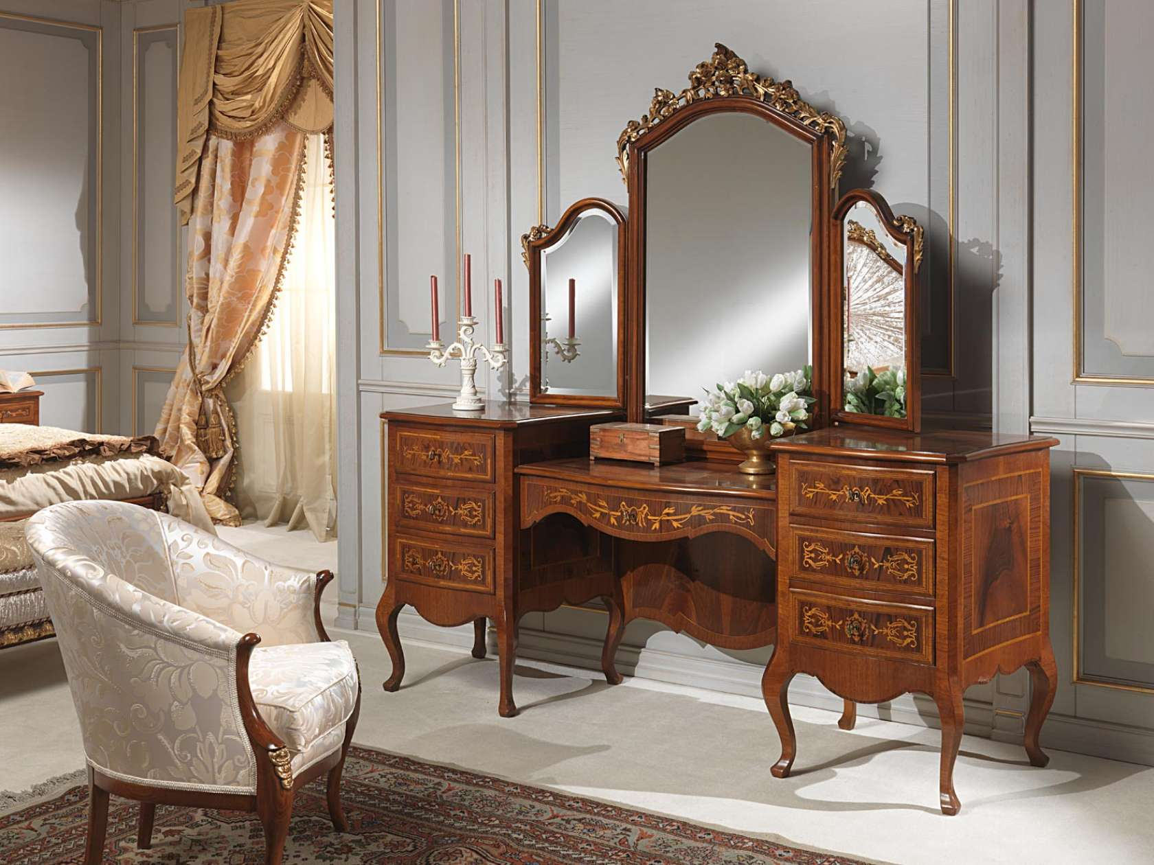 Bedroom furniture with mirror